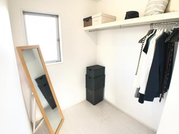 季節問わずにたっぷり収納できるウォークインクローゼット!冬物の厚みのあるアウターもスッキリ収納できるのでいつでもお部屋をきれいに保てます。  ☆2021.1.8撮影