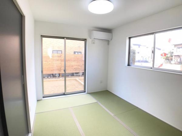 扉が付いた和室は、ご両親やお友だちがお泊りに来た時に、ゆったりとくつろげるスペースとしても、客間やお子様のお昼寝のスペースとしても活躍します!  ☆2021.1.8撮影