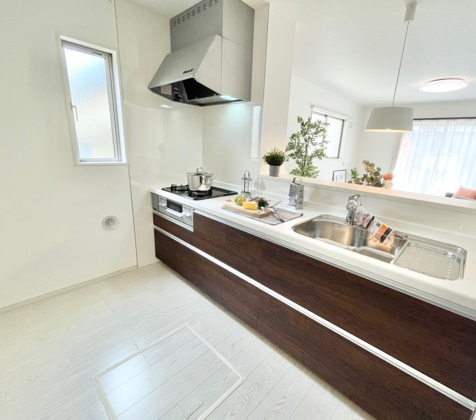 同仕様写真(その他内観)和室(※4号棟同仕様写真)  タタミ空間で和カフェ気分。LDKと隣接していてキッチンからも見えるのでお子様の顔を見ながら家事も出来ます♪