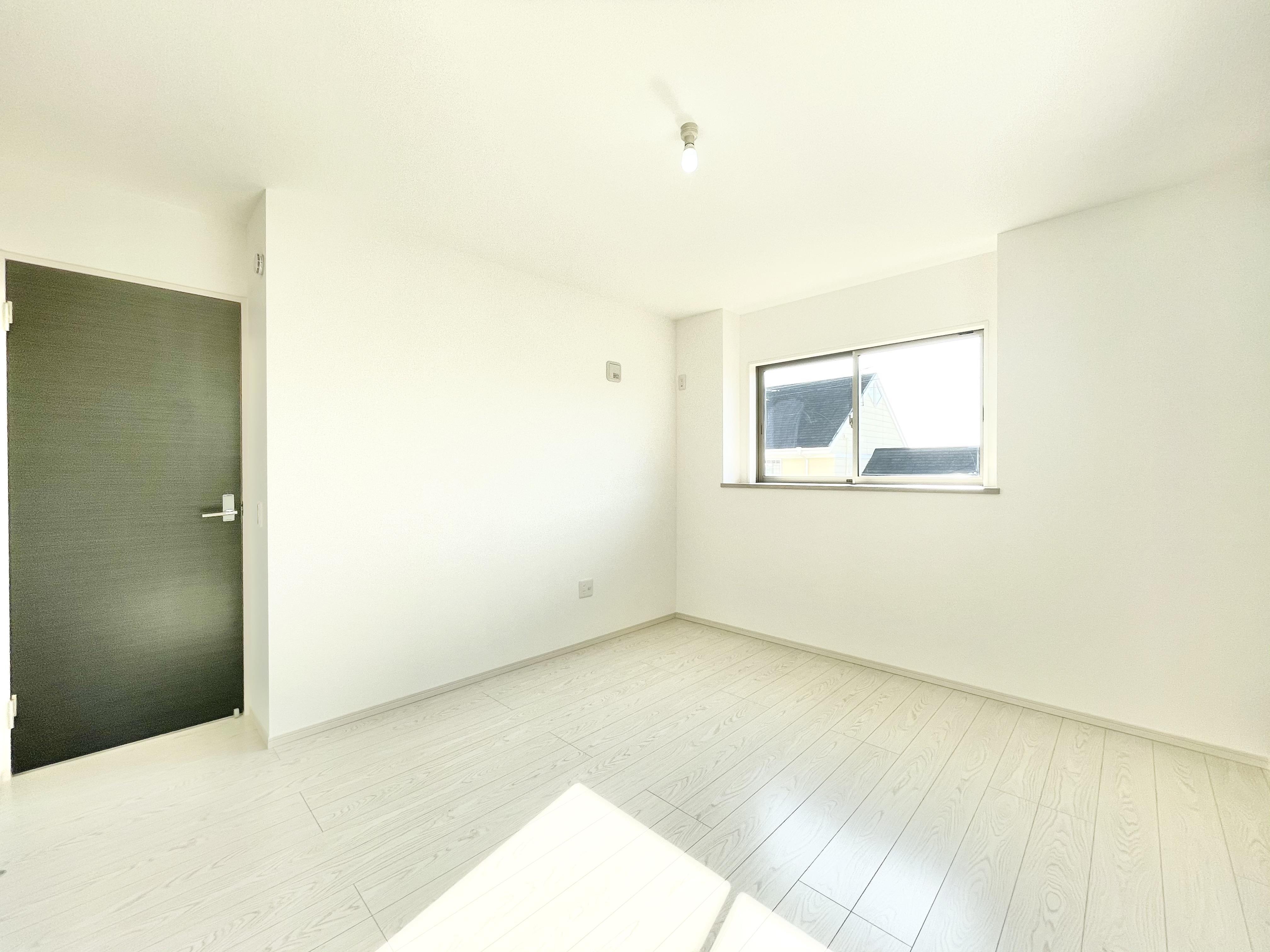 2F洋室が間仕切り対応可能な間取り。お子様が小さいうちは1つの大きなお部屋として使い、成長の過程で壁を付けてお部屋を2つに分けて使うことができます。