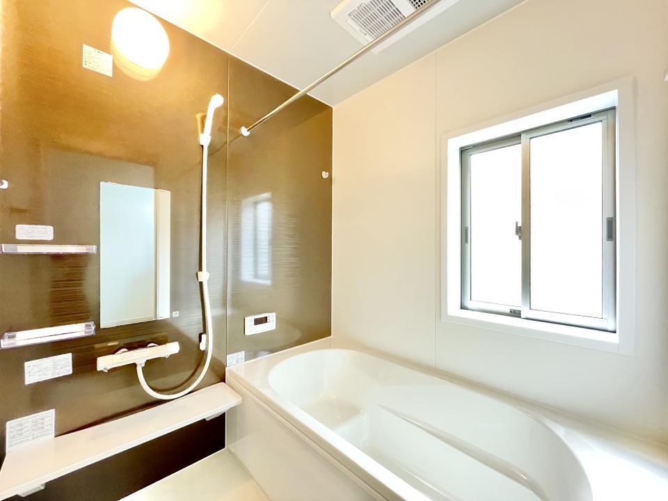 広々ゆったりの浴室。一日の疲れをゆっくり癒していただけます。