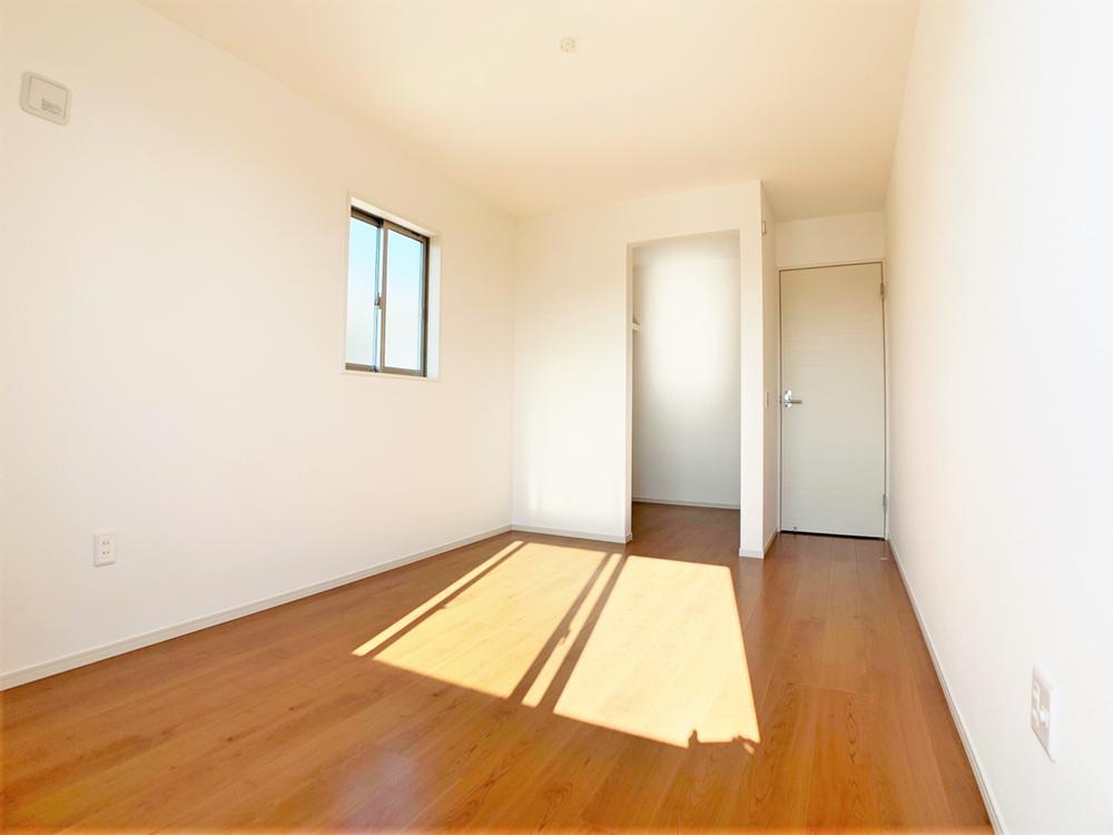 全居室に収納が付いているのでスッキリ広々☆また、ウォークインクローゼットが付いているお部屋もあるので、お部屋をキレイに保てます♪  室内(2020年12月)撮影