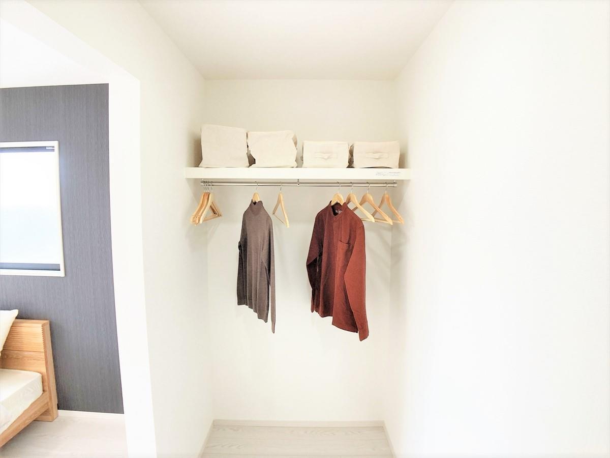 収納【ケイアイ自慢のW.I.C♪】  まるで注文住宅の様な大容量のウォークインクローゼット♪お洋服はもちろん、季節の家電ものもしまっておけるので模様替えの際にも便利です♪