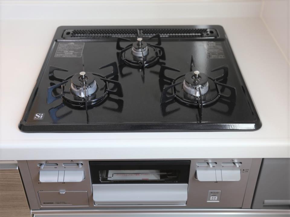 冷暖房・空調設備(【浴室乾燥暖房機】)入浴後の水滴や湿気を排出し、カビの発生や臭いを抑制する換気乾燥暖房機。雨の日の洗濯物にも効果的です。