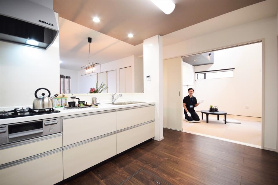 洗面台・洗面所タオルや着替えをすっきりと収納できる便利なスペースです。物で溢れがちな洗面所をすっきり広々使えます。