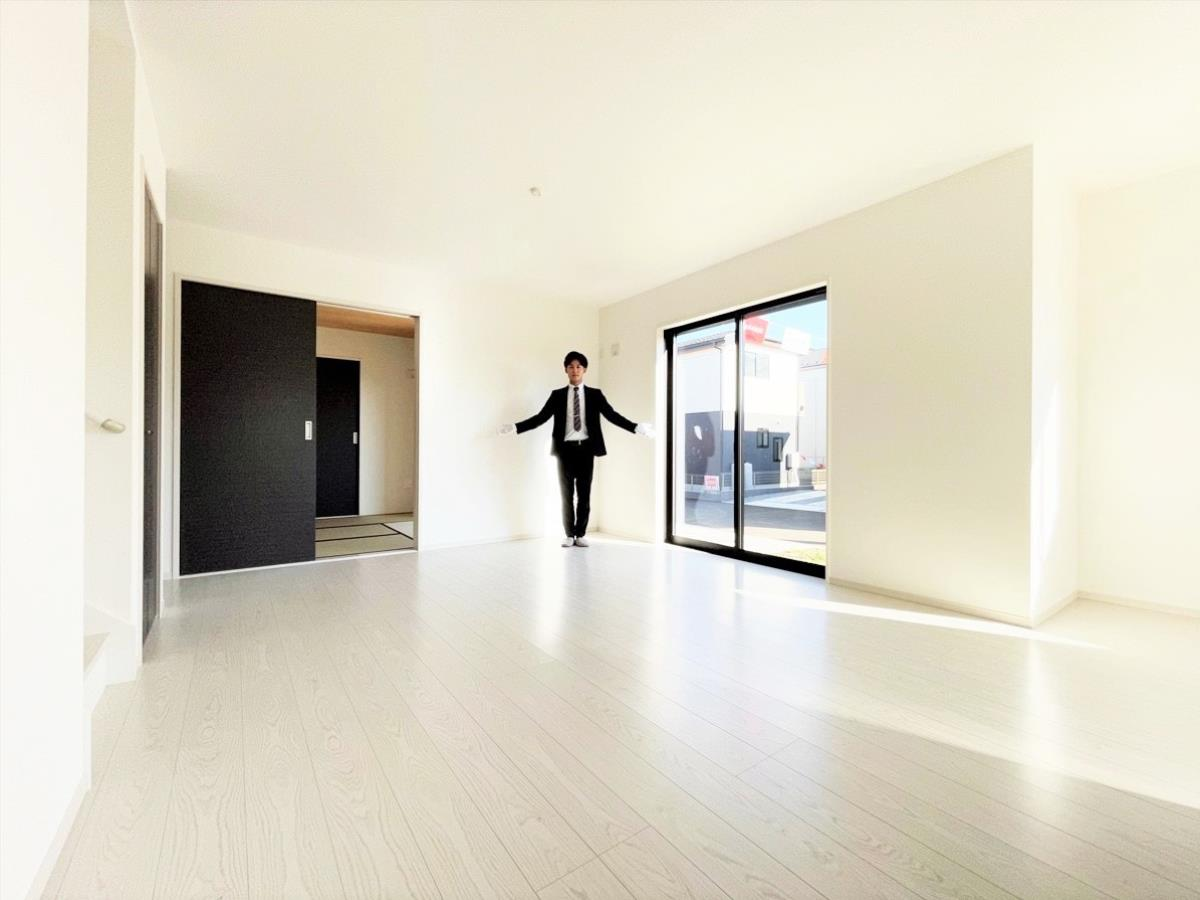 1号棟|リビング・ダイニングイメージ※同仕様施工例|自然に家族が集まりたくなるような、清潔感のある明るいお部屋
