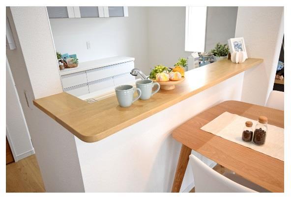 その他設備(【カフェカウンター】)ダイニングへの配膳や調理の時便利なカウンター!ちょっとしたティータイムにもお使いいただけます!  ※写真は施工例です。設備内容については物件により異なります。