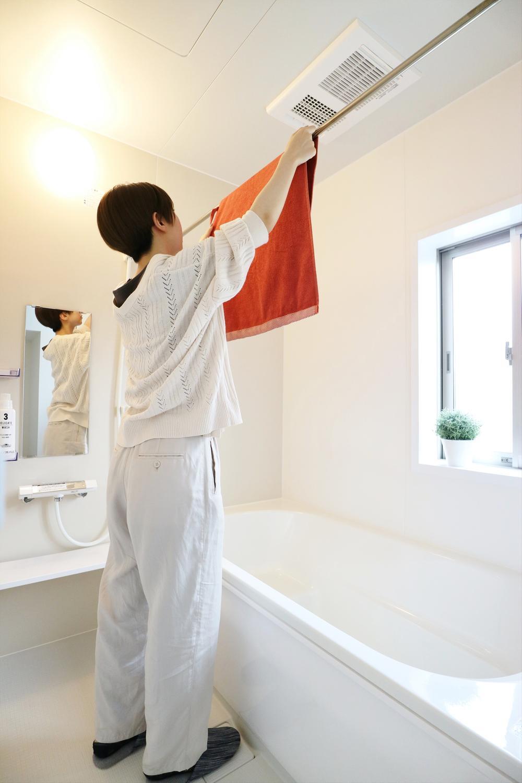 浴室  【1号棟イメージ画像】  〇浴室乾燥機があるので洗濯物も干すことができます。