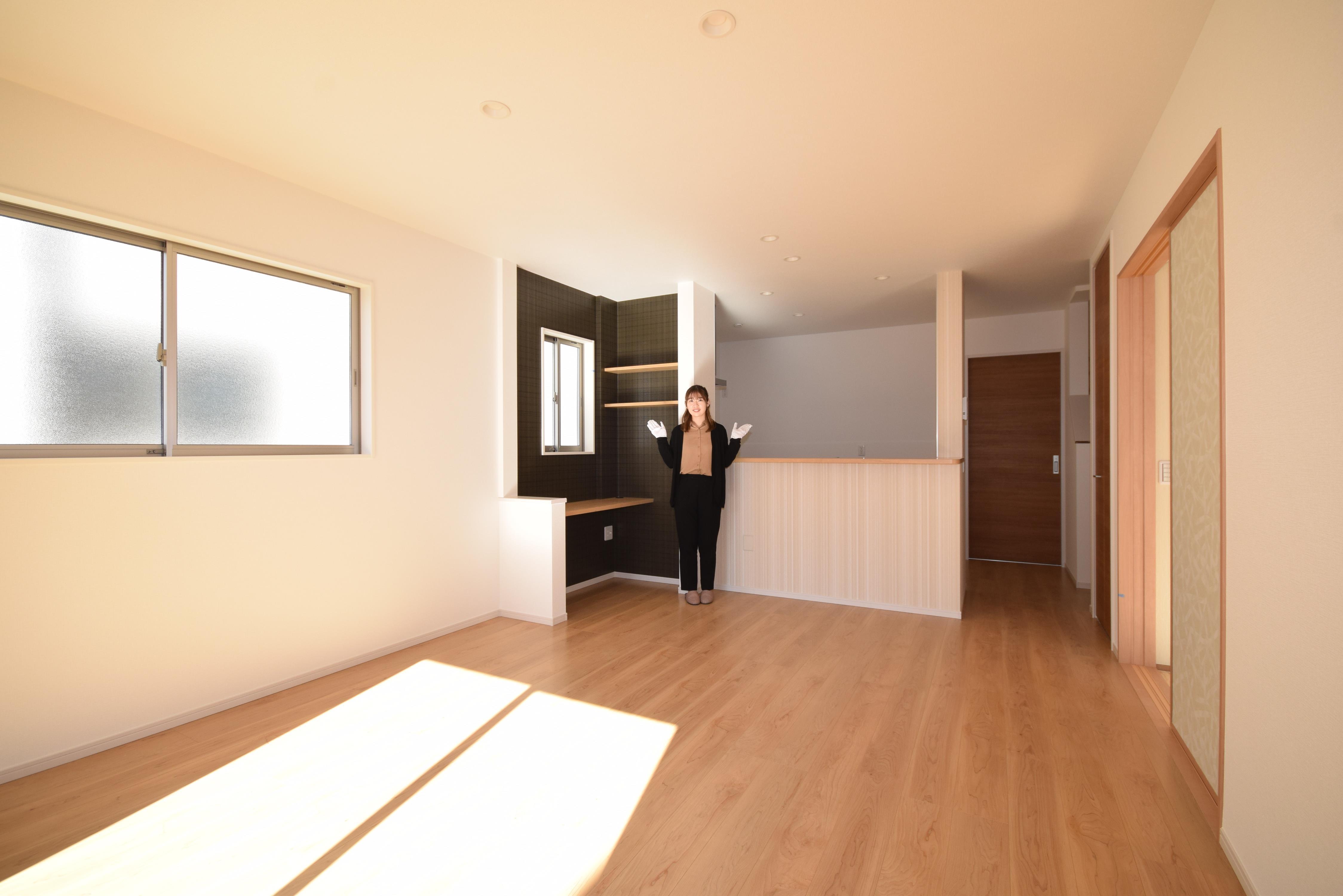 お隣の和室と合わせると23帖の大空間!和室と続き間のリビングです。戸を開けることでより開放的な空間になります!