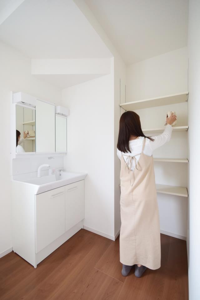 洗面台・洗面所◆洗面所|洗剤やタオルなどを収納できるスペースが付いてます!