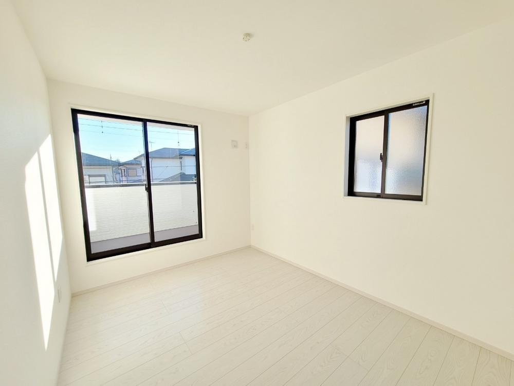リビング以外の居室*洋室|2面採光で陽当たり・風通し良好です♪(2021年3月撮影)