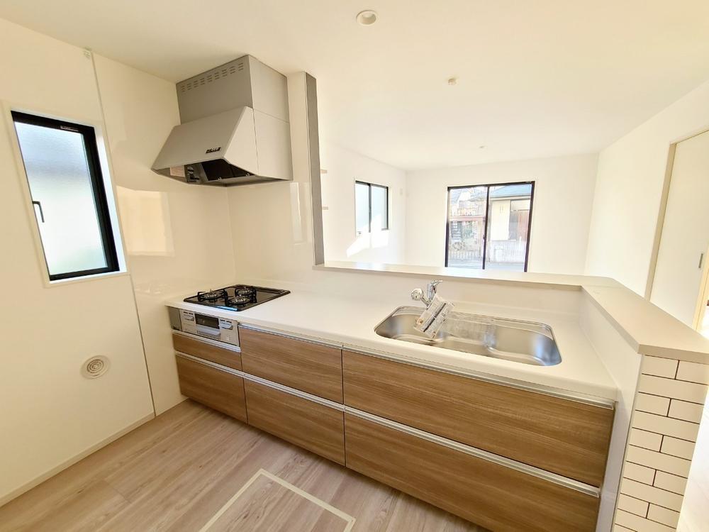キッチン*キッチン|キッチンから1階全体が見渡せる安心設計です♪(2021年3月撮影)