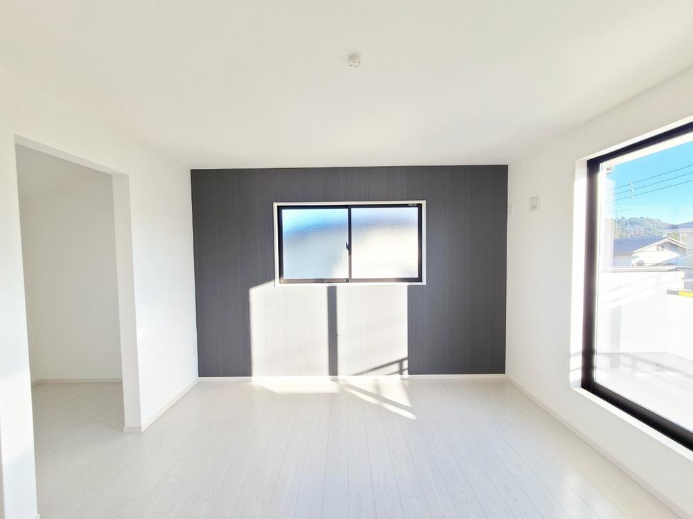 リビング以外の居室*ベッドルーム|アクセントクロスでオシャレな空間のベッドルーム♪(2021年3月撮影)