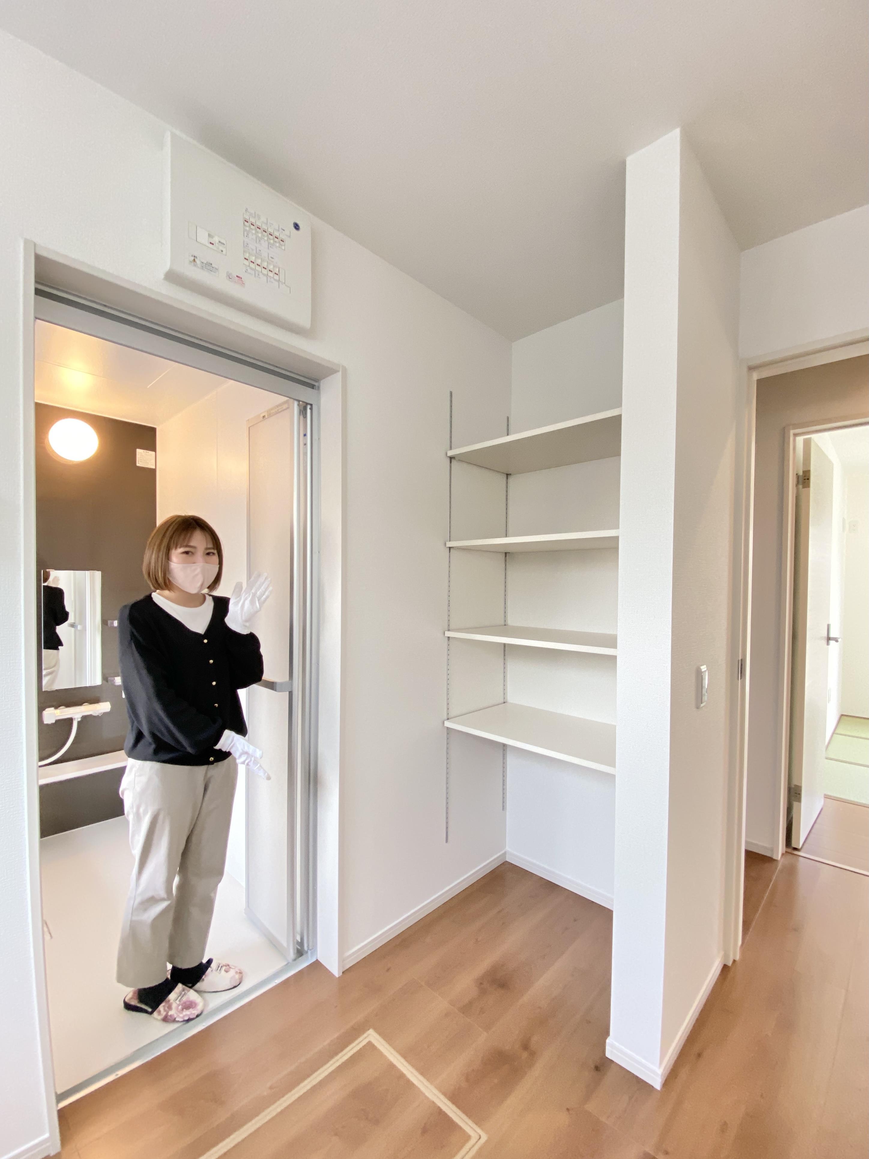 収納*洗面室|タオルや着替えが収納できる、便利な可動棚付きです♪/(2021年3月撮影)