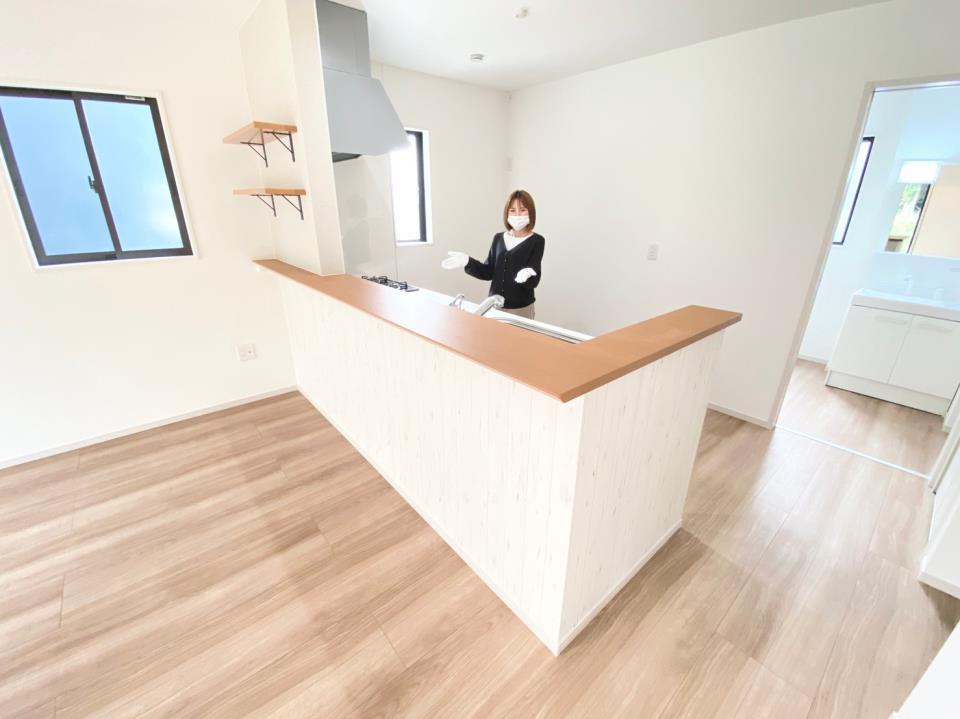 *リビング|1階全体が見渡せる安心の間取り^^水回り集中設計プランで家事効率UP☆(2021年4月撮影)