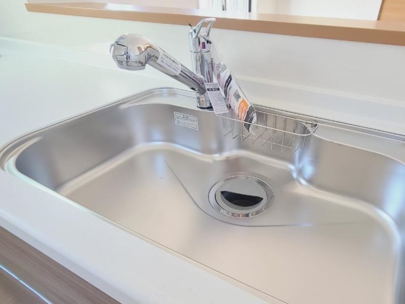 【浴室乾燥暖房機】 入浴後の水滴や湿気を排出し、カビの発生や臭いを抑制する換気乾燥暖房機。雨の日の洗濯物にも効果的です。※写真は当社施工例です。設備内容については物件に