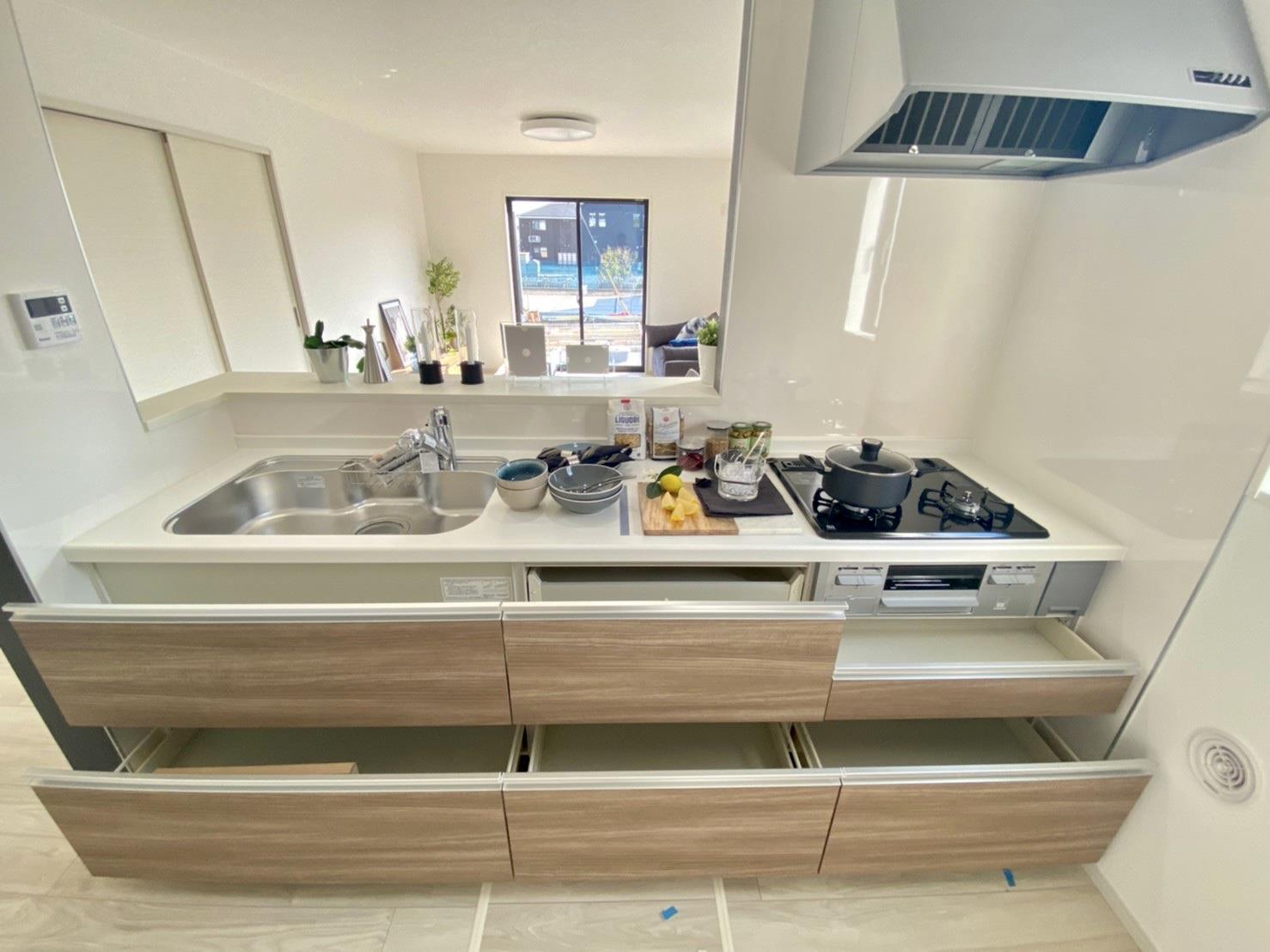 キッチン*キッチン/無理のない姿勢でラクラク収納&取り出し。使いやすさを優先したオールスライド収納タイプです♪