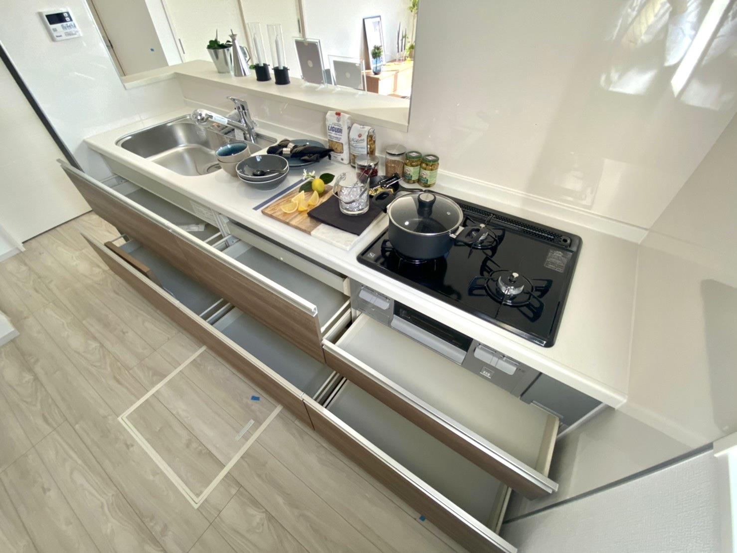 キッチン*キッチン|作業スペースが広く確保されているので、お料理がしやすいです♪(^^)/お子さまと並んでお料理が楽しめます♪