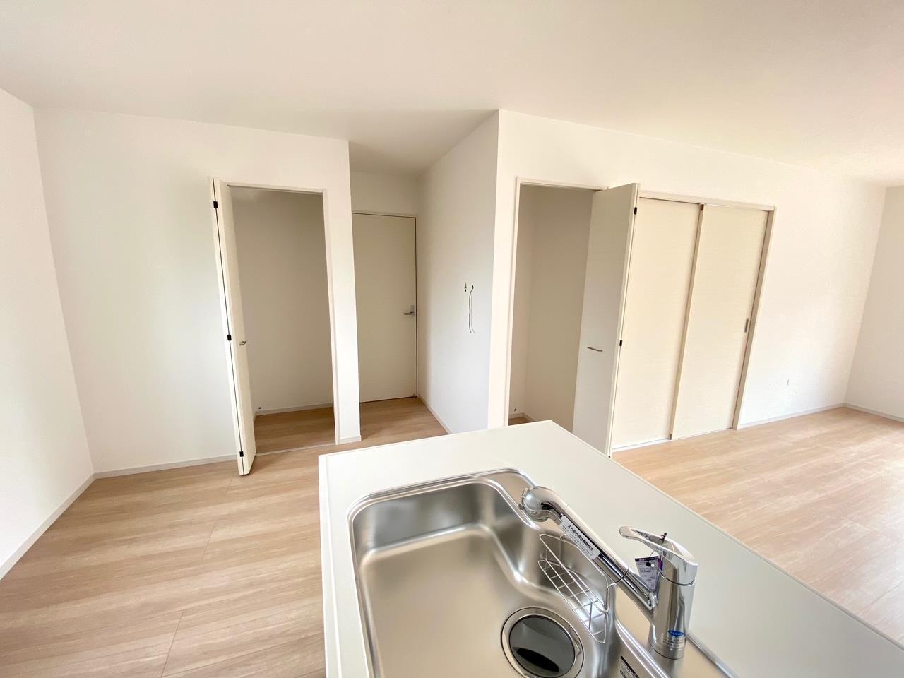キッチン*2号棟 パントリー/調理道具や食材を保管できるキッチンパントリー付き♪/大容量のパントリーです♪