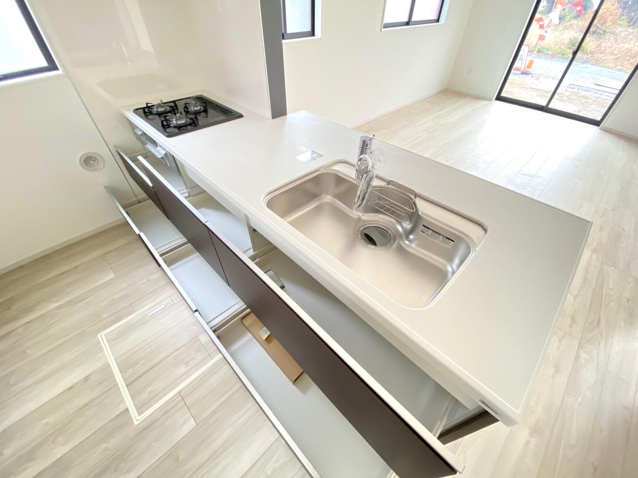 キッチン/収納力ばっちりのシステムキッチンは一戸建てならでは!使い勝手の良いキッチンです♪毎日のお料理も楽しくなります♪