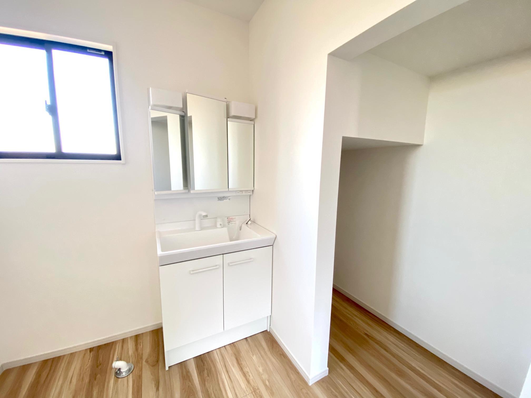 洗面台・洗面所*2号棟 洗面スペース|リネンスペース付きなのでカラーボックスを置いて、タオルや着替えを収納できます♪/(2021年1月)撮影