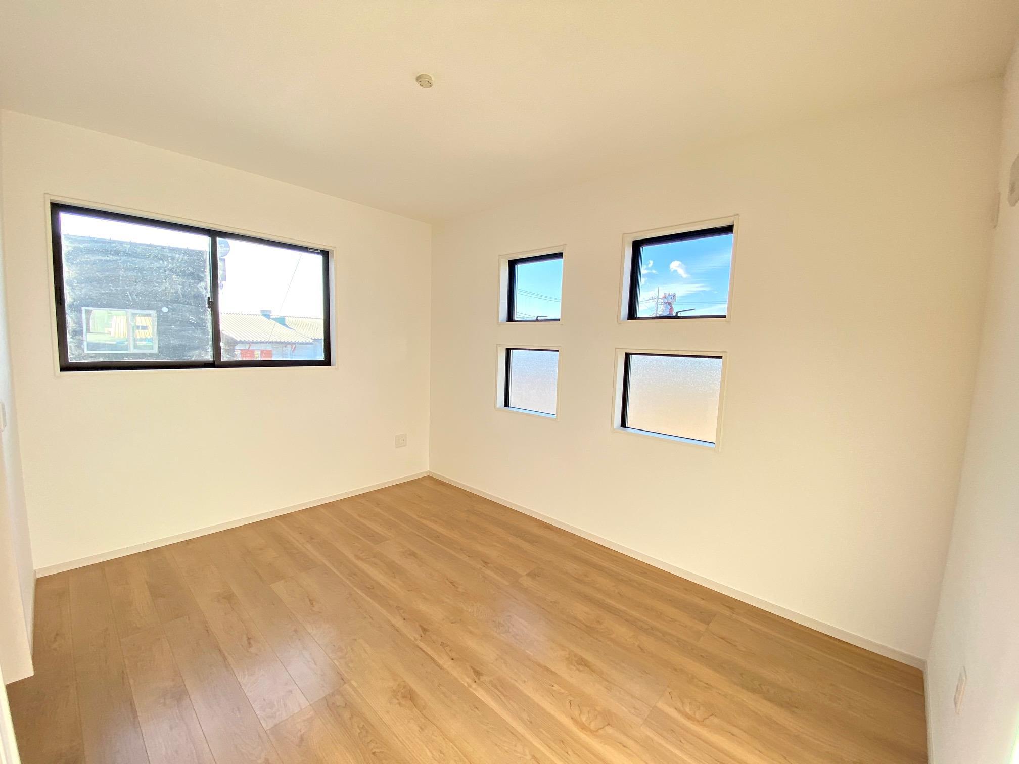 その他内観*洋室|各部屋に収納スペースを設けています!部屋をキレイに保つことができますね(^^)♪  (2021年1月)撮影