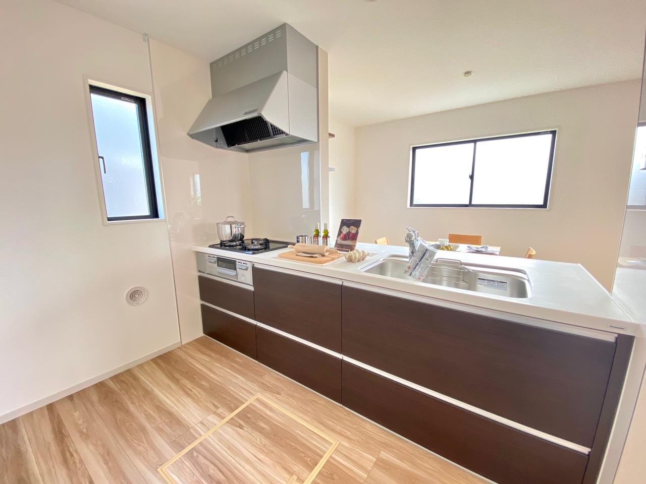キッチン*キッチン/作業スペースが広く確保されているので、お料理がしやすいです♪(^^)/お子さまと並んでお料理が楽しめます♪/