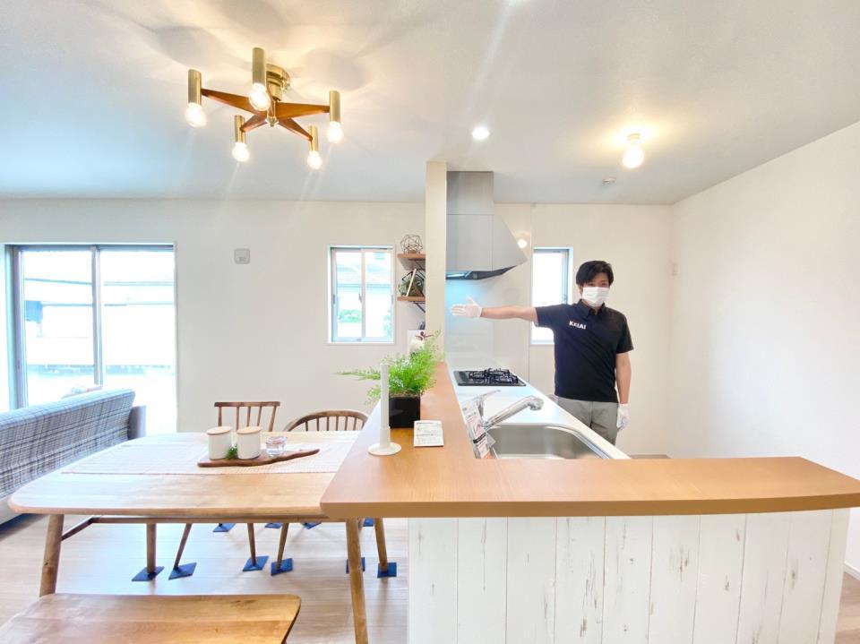 同仕様写真(キッチン)*キッチン/全スライド式収納♪奥行きある収納なので大きめの鍋やお皿も出し入れラクラクです♪/※写真は当社施工例です。