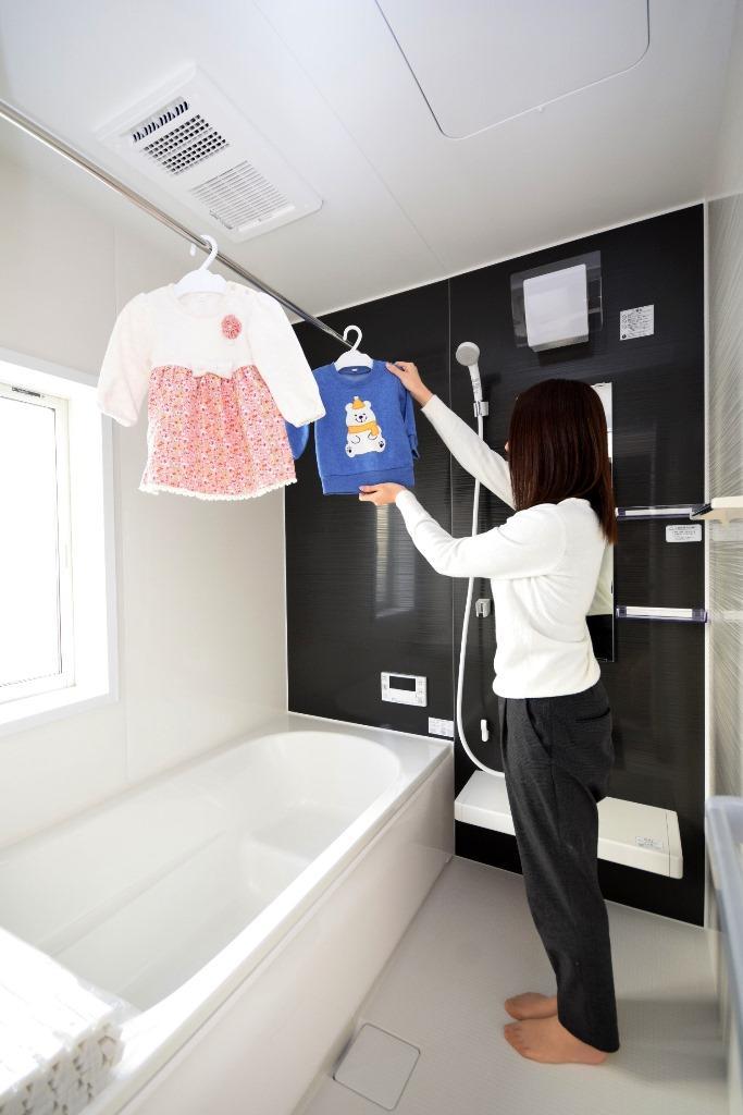 同仕様写真(浴室)*浴室/夜間や雨の日のお洗濯に大活躍の浴室乾燥暖房付きです♪/※写真は当社施工例です。