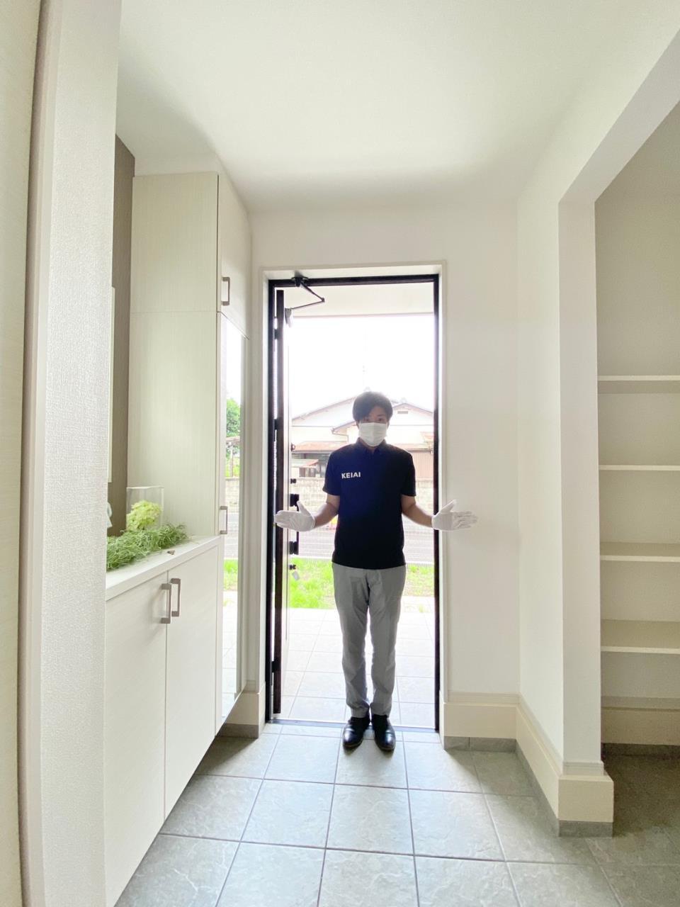 同仕様写真(その他内観)*玄関/シューズボックスには全身ミラーが付いているのでお出かけ前に、靴やバックを持ったトータルコーデを確認できます♪/※写真は当社施工例です。