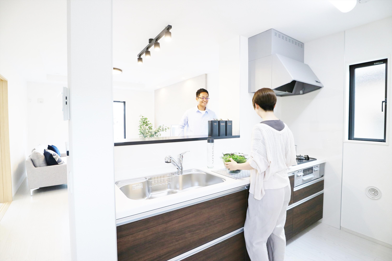同仕様写真(キッチン)*キッチンイメージ|ワークトップが広く開放的なフルフラットキッチン。並んでお料理したり、ちょっとしたホームパーティをすることもできます♪