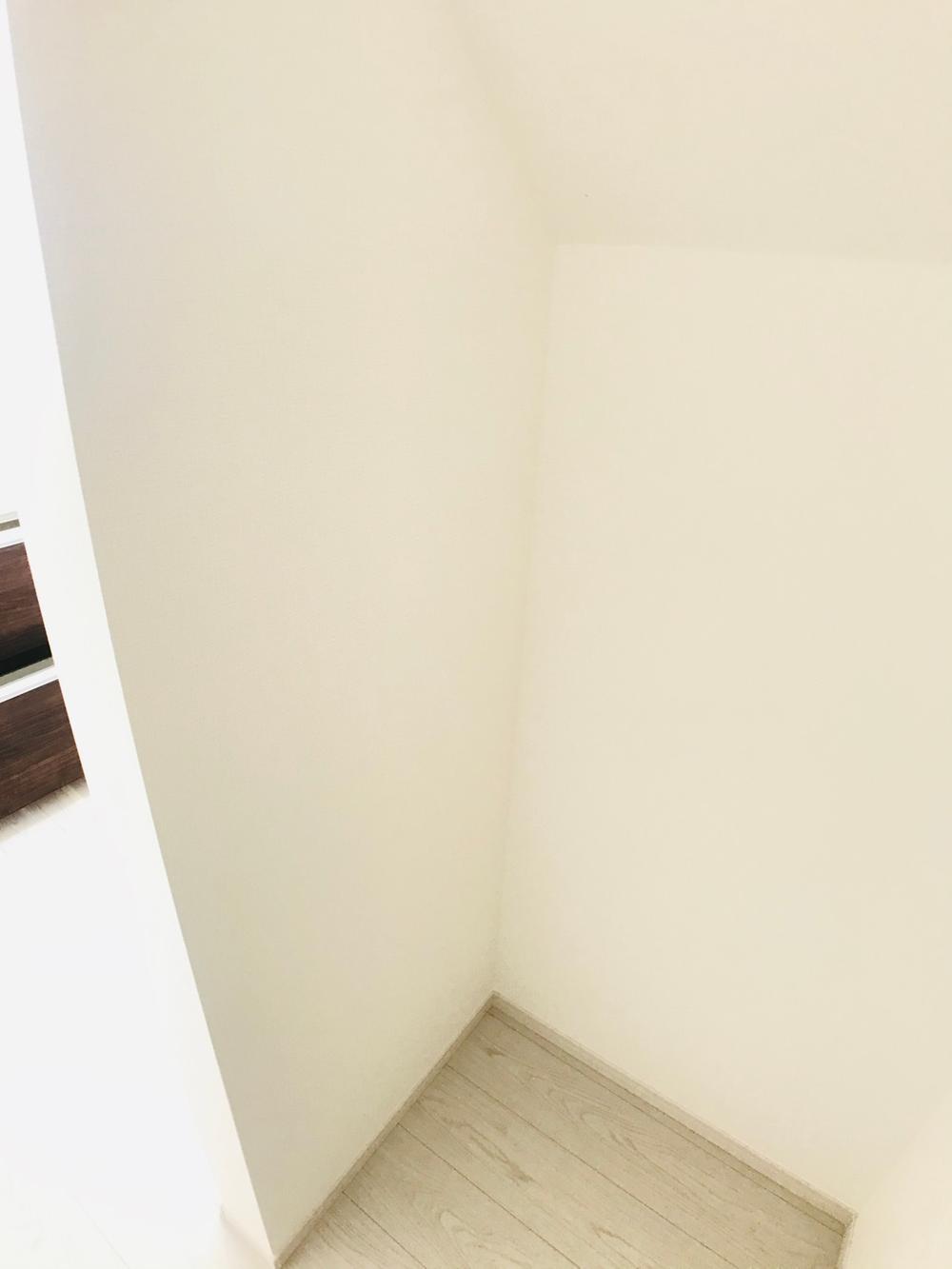 キッチン後方には「パントリー」をご用意しました♪食材の買い置き・キッチン家電の収納など、あると嬉しい便利な空間です。