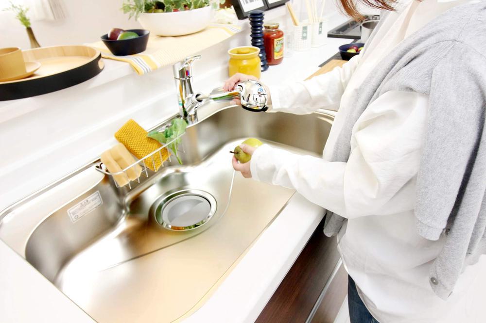 室内(※売主同仕様写真)  ビルトイン浄水器シャワー水栓で、食器や野菜の洗浄もラクラク♪