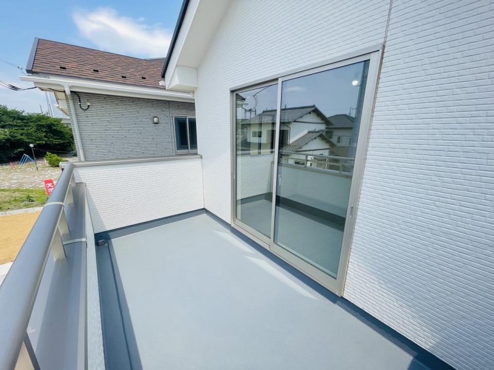 室内(※売主同仕様写真)  水や石鹸の泡などで滑りやすくなる床は、微細な凹凸によりにより滑りにくく安全なプレーンフロアを採用。