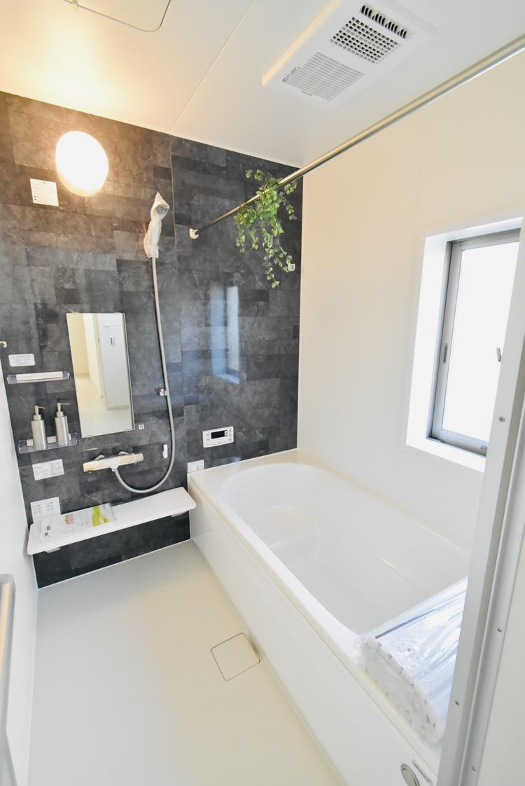 浴室|お父さんとお子さまのスキンシップはお風呂が一番。普段なかなか一緒に過ごす時間がなくても、わいわいお風呂に入ることで、コミュニケーションが深まりますね。