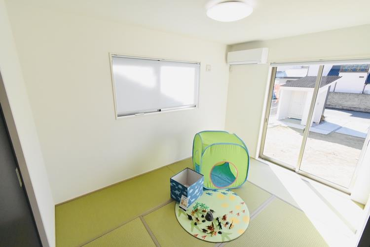 和室(6帖)|1階リビング東側の和室です。キッチンから目配りできるリビング続き間の和室は、お子さんのお昼寝やプレイルームとして子育て世代に人気復活。