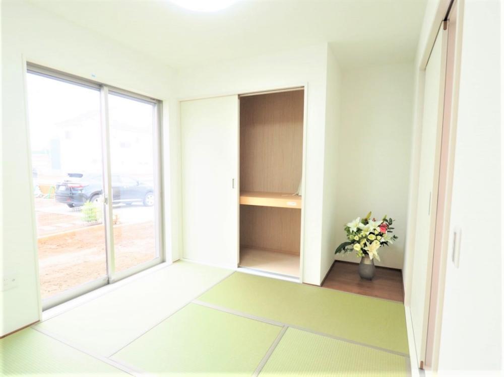 日当たりのよい和室はお子様のプレイルームやお昼寝スペースとしても。