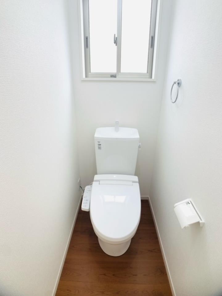 1号棟|トイレは各階に設けました。1階トイレはウォシュレット付きです。