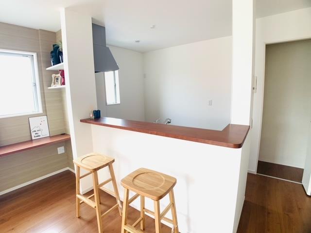 1号棟|キッチン横のパントリーは買い置きや出番の少ない調理器具の収納にぴったり。