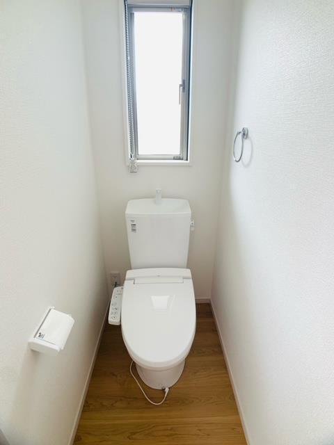 2号棟|トイレは各階に設けました。1階トイレはウォシュレット付きです。