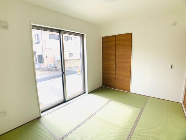 2号棟|和室は日当たりがよいのでお子様のプレイルームやお昼寝スペースとしても使えます。