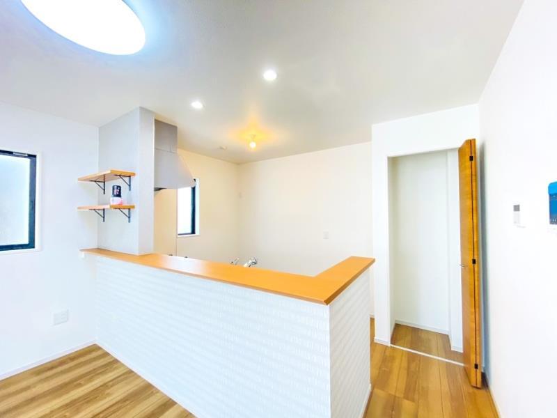 3号棟  キッチンにはパントリーとしてお使いいただける収納完備
