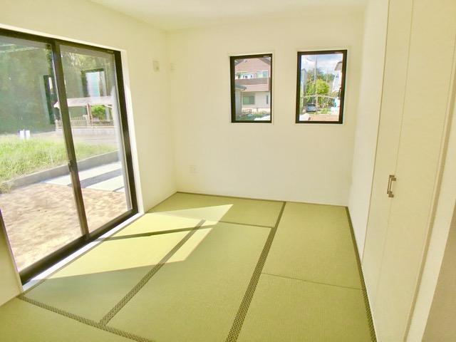 1号棟  和室では足をくずして会話を楽しんだり、お庭を眺めたり。ゆったりとした時が流れます