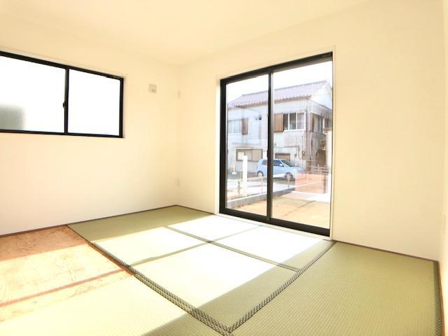 リビング以外の居室◆3号棟◆  足をのばしてくつろぐことができる和室