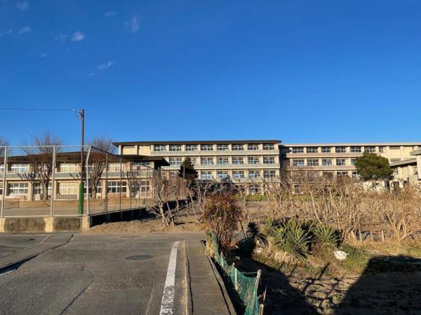 八幡中学校(【教育目標】気づき 考え 創造する力 〇伝統と文化の香りのする地域で、明日の日本を背負う生徒の育成を目指しています。)