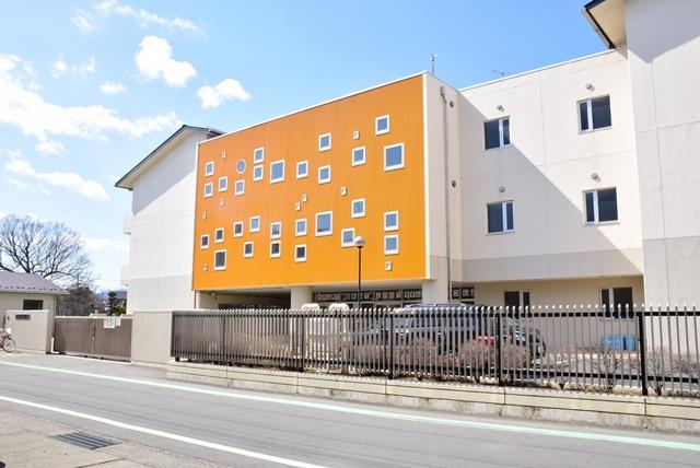 新町第一小学校(【教育目標】確かな知恵と思いやりの心に溢れた、心豊かでたくましい 「一小っ子」を育成する。  ○平成20~22年度に校舎、体育館、プールの建て替えが行われ、快適な環境の中で元気に学んでいます。)
