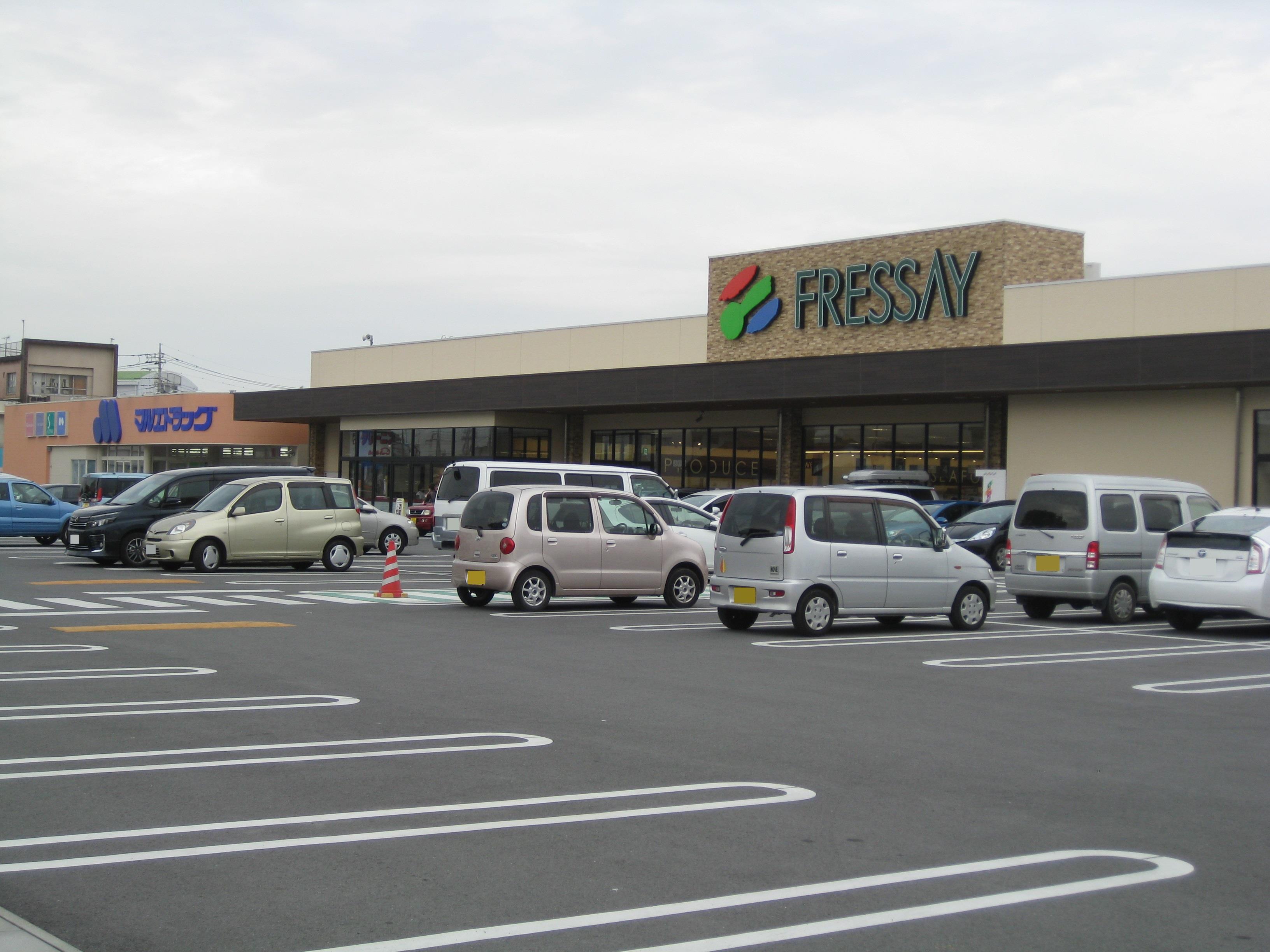 フレッセイ新町店(【営業時間】9:00~23:00 駐車場は206台スペースがあり、広々しています。)