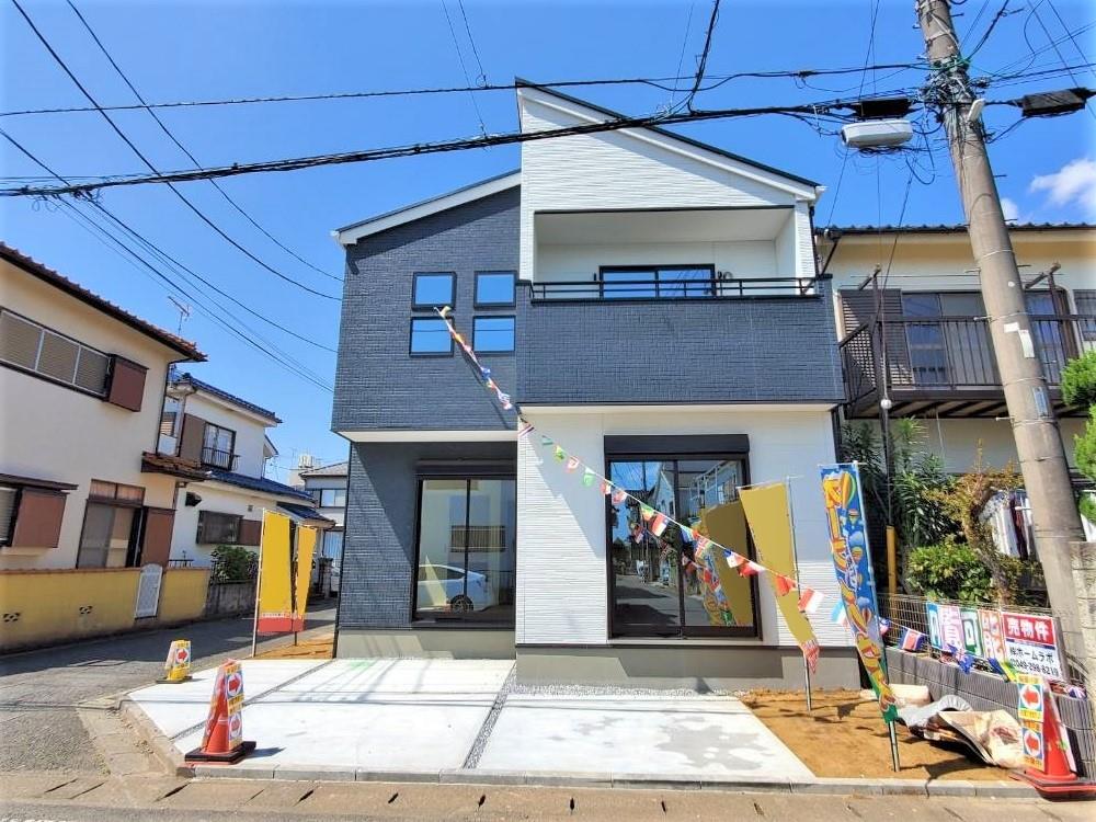 1号棟・現地外観  ●ケイアイ「-Ricca-」は、街並で共存する、シンプルモダンな外観を採用しています。美しいデザインは、住まう人々の個性を演出します♪