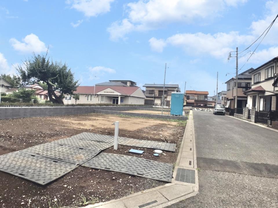 現地写真  ●全棟南庭に面した、陽当たりポカポカの分譲地です♪駐車スペースは並列2台分確保しています。