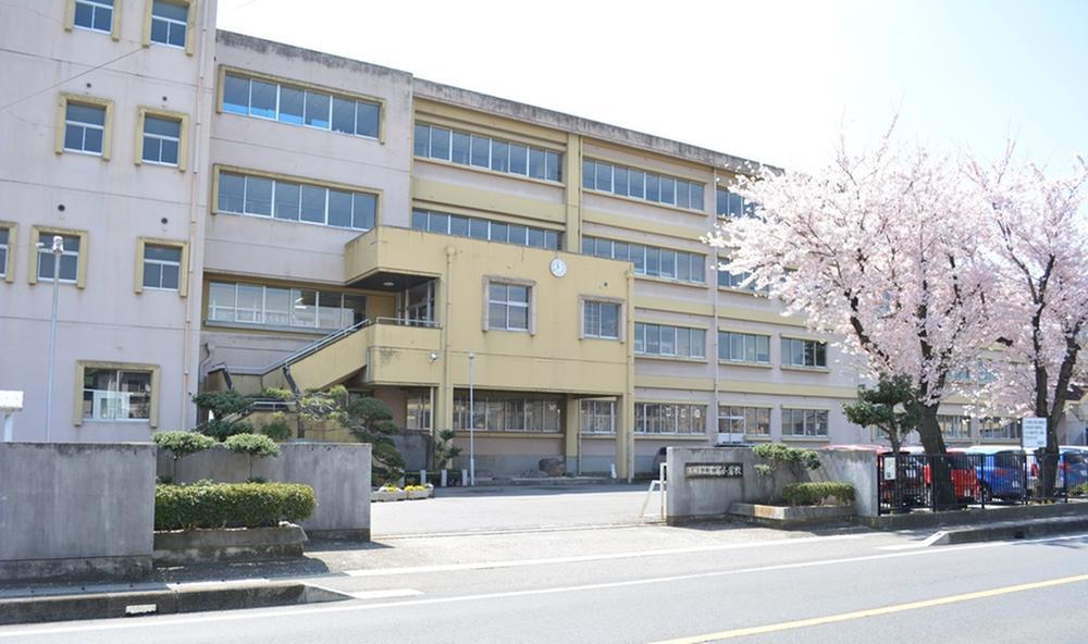 太田市立尾島小学校(太田市立尾島小学校まで1600m)